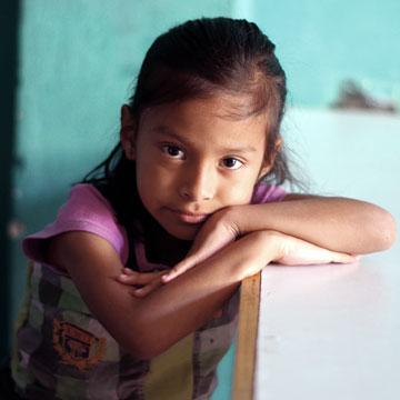 1183 - Caminando Por La Paz (Walking for Peace) - Guatemala