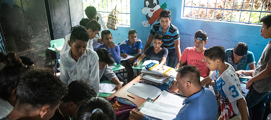 A crowded school in the Diocese of Santa Rosa de Lima in Guatemala