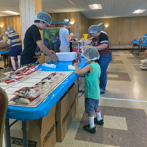 Church-of-the-Holy-Trinity-Food-Packing-(27)