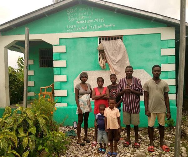 Cross Catholic Outreach construye casas seguras